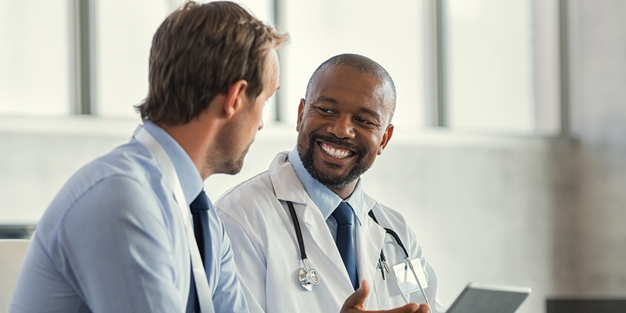 Two medical doctors having a discussion.